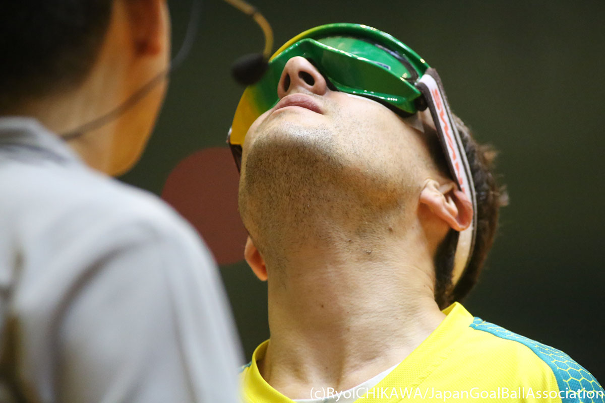 A player lifts his head to show the bottom of his eyeshades